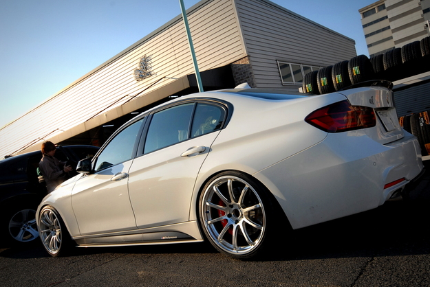 F30 ADVAN Racing RS2 20in.JPG
