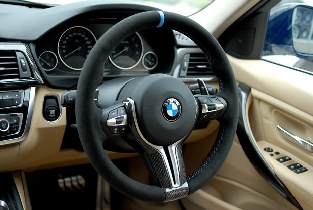 BMW M PERFORMANCE M4 ステアリング.JPG