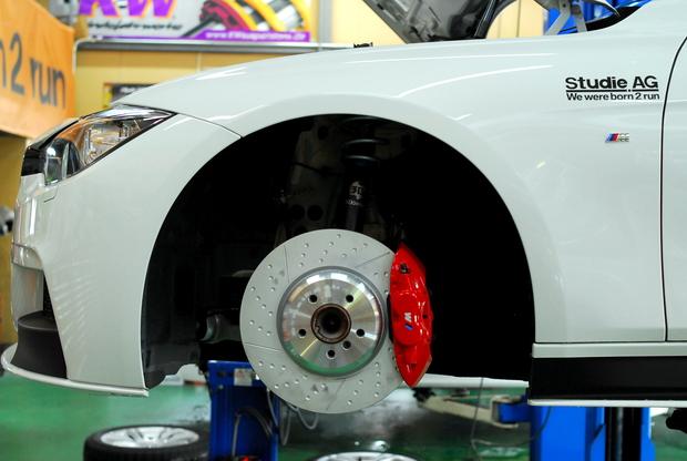 F30 320i BMW M Performance ブレーキ brembo 3D design.JPG