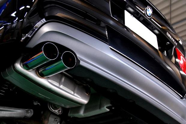E90 320i N46 BMW Performanceマフラー.JPG
