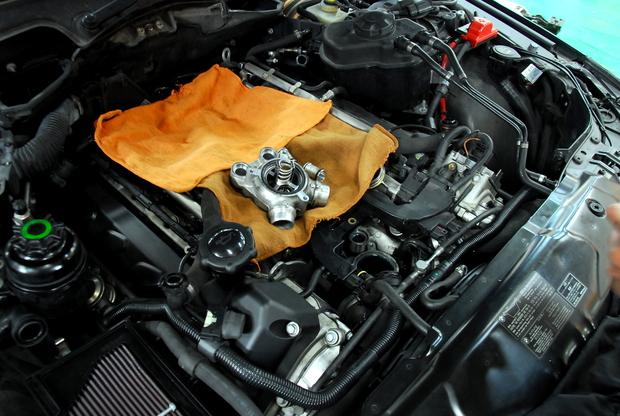 E60 M5 V10 S85B50A サーモスタッド 交換 (1).JPG