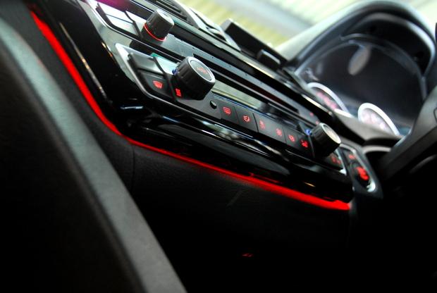 F30 Lci エアコンパネル アンビエント 灰皿照明.JPG