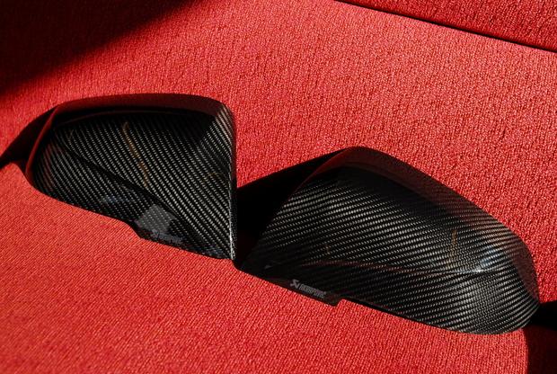 AKRAPOVIC Dry Carbonミラーカバー BMW (2).JPG