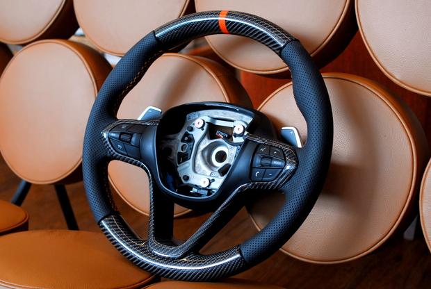BMW i8 ステアリング加工 Carbon (1).JPG