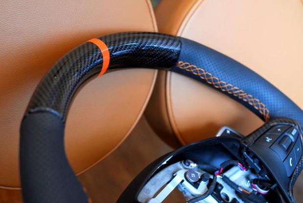 BMW i8 ステアリング加工 Carbon (2).JPG