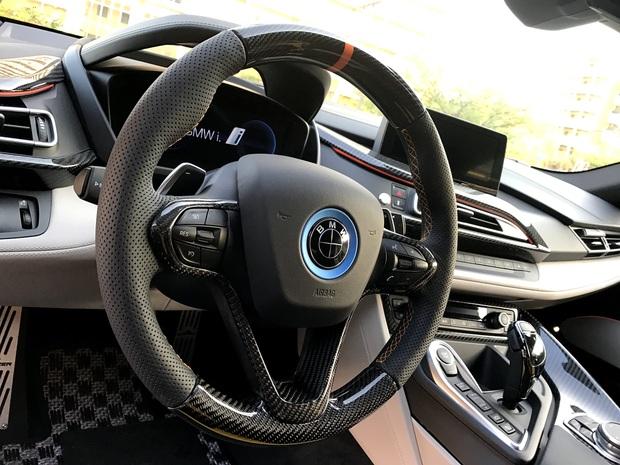 BMW i8 ステアリング加工 Carbon (5).JPG