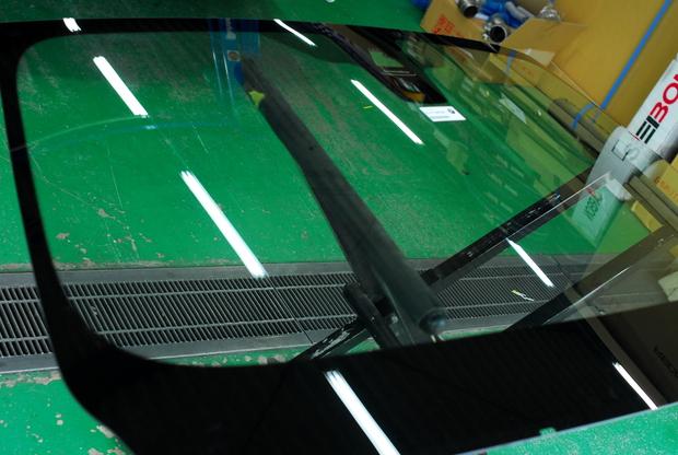 F31 フロントガラス交換 (2).JPG