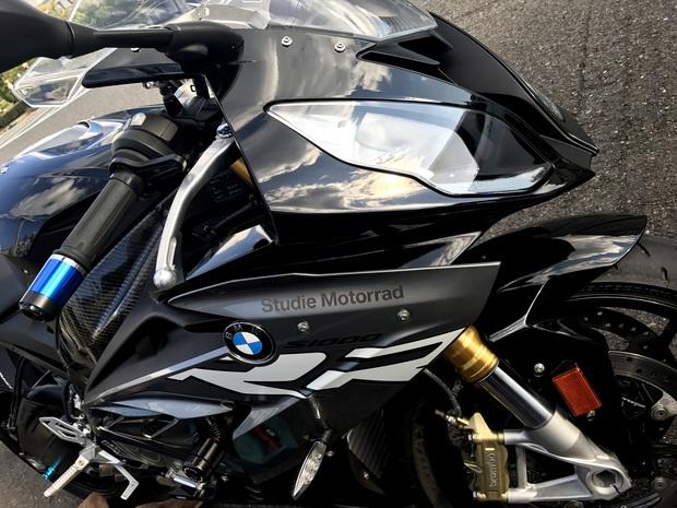 Studie Motorrad S1000RR HP AKRAPOVIC (1).JPG