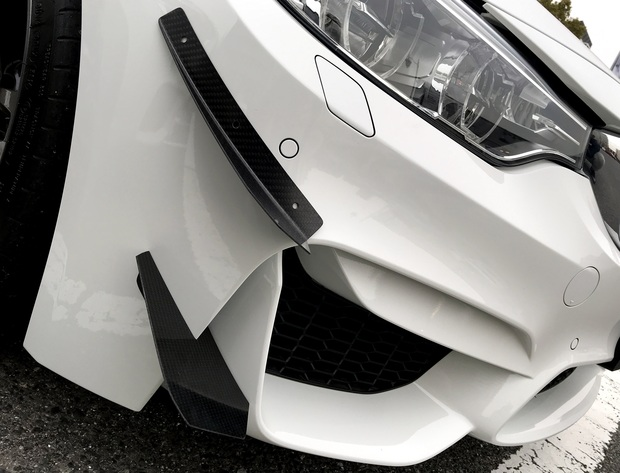 BMW M4 GT4 カナード ブレーキダクト (2).JPG