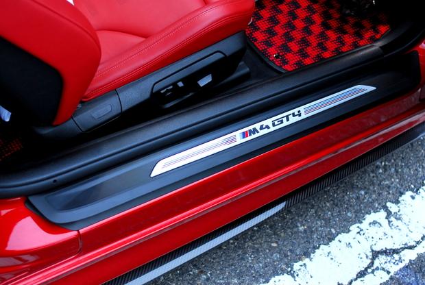 M4 GT4 スカッフプレート (5).JPG