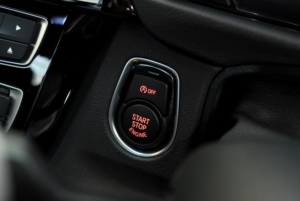 BMW 純正 RED スタートボタン (2).JPG