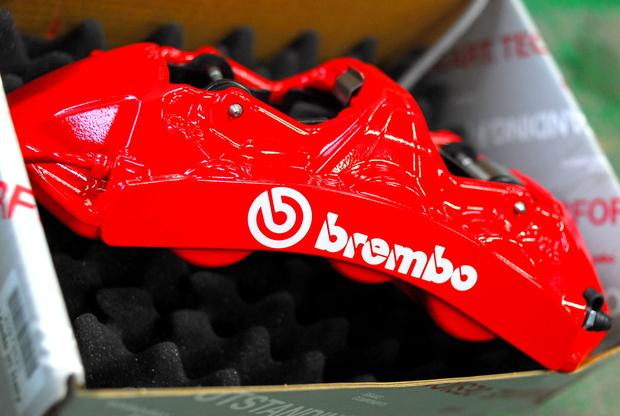 F25 X3 20d brembo RED 6POD (2).JPG