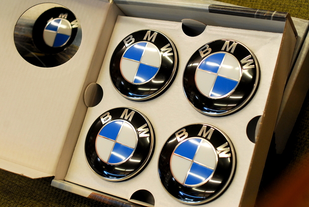 BMW FLOATING CENTER CUPS Studie M2 (4).JPG